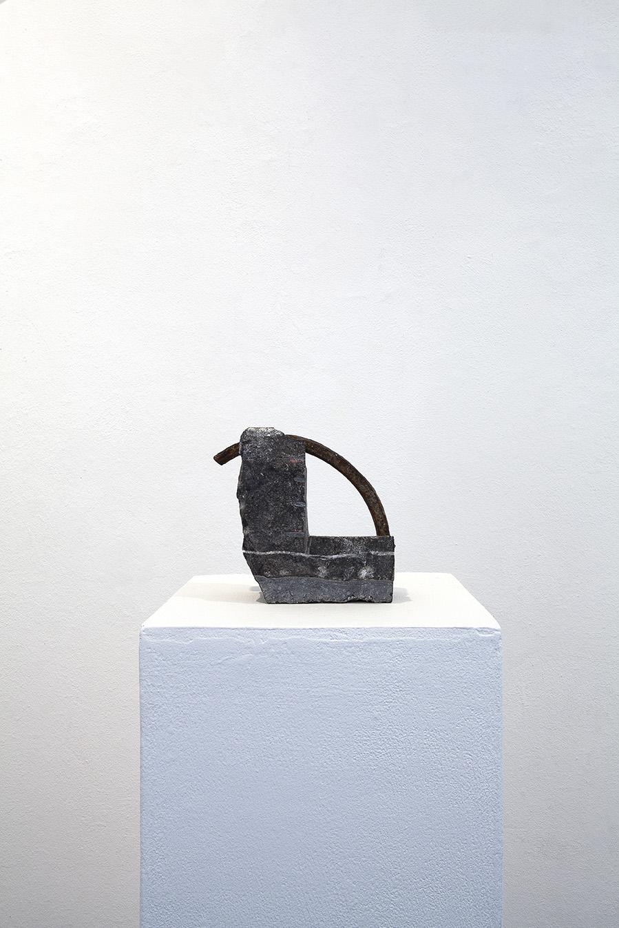 """<p><span style=""""font-size: 10pt;"""">Georges Bianchini, sans titre, pierre et cuivre, 1986 ©Caroline Dethier</span></p>"""